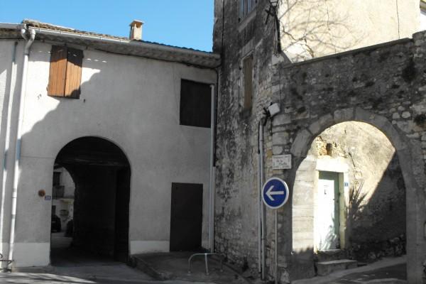 la vieille porte (vestige remparts moyen-âge)