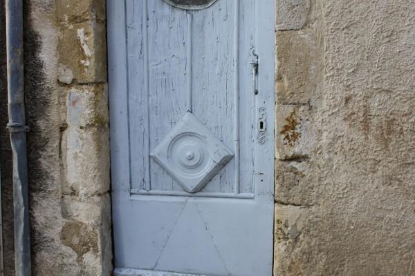 une porte dans la circulade